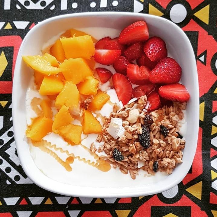 Quer comer bem sem gastar muito dinheiro? A nutricionista Natália Mendes Maia vai explicar-lhe
