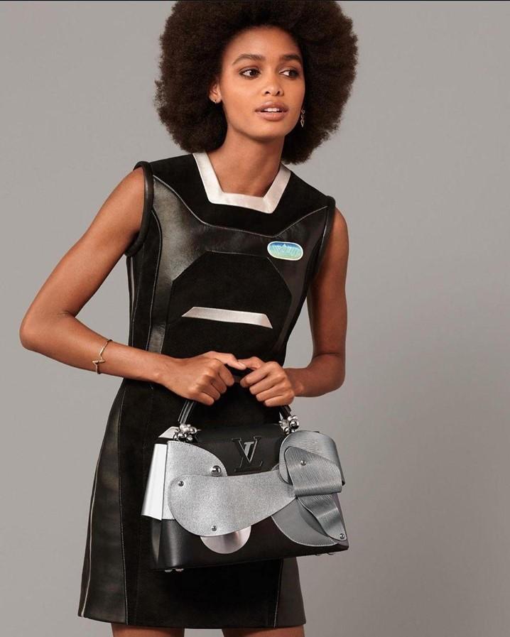 Blésnya Minher soma e segue em mais uma campanha de malas icónicas da Louis Vuitton
