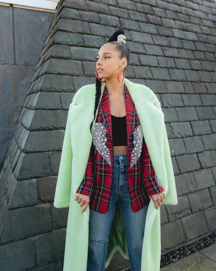 Inspire-se nos looks de Alicia Keys