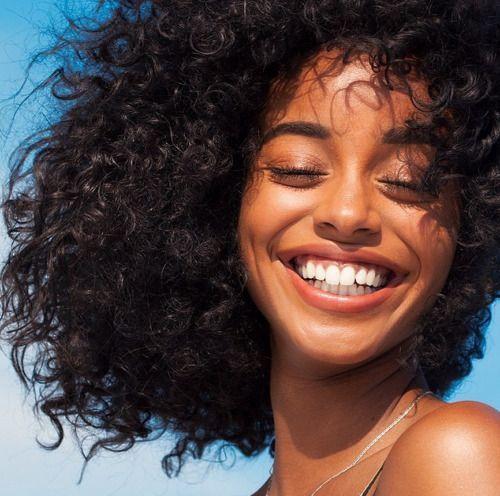 Saiba que sorrir traz benefícios para o nosso bem-estar