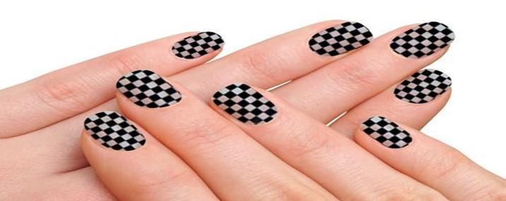 Tendência: unhas decoradas à Xadrez
