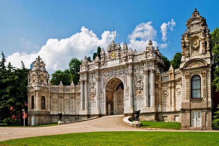 Se estiver em Istambul, não deixe de visitar o Palácio Dolmabahçe