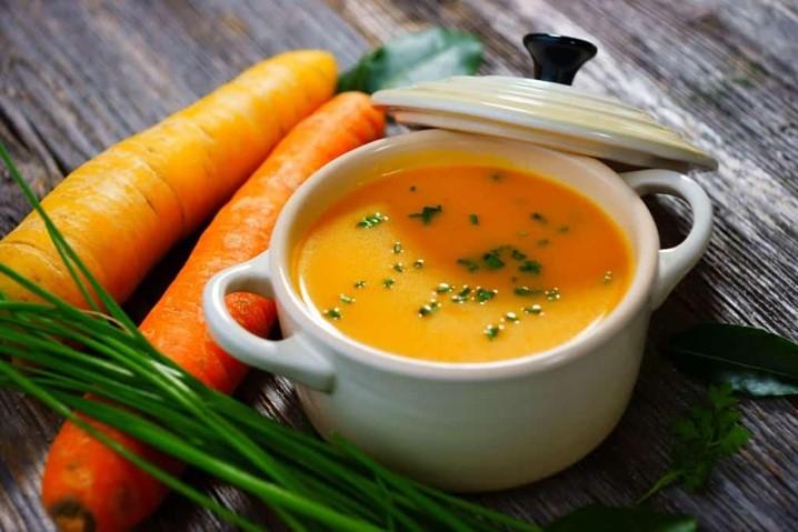 Sopa fria de cenoura com gengibre