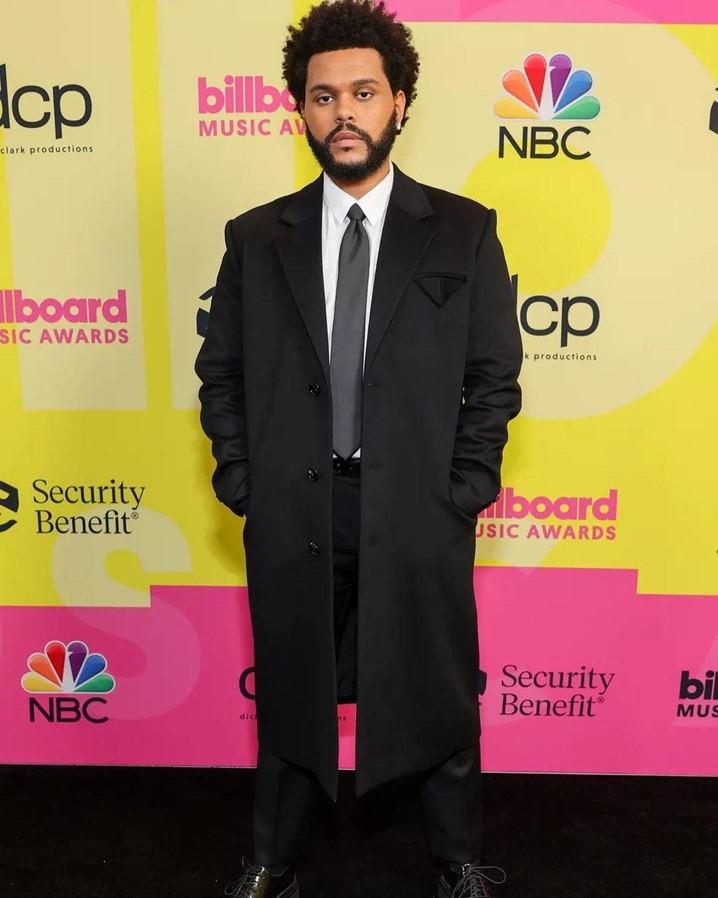Billboard Music Awards 2021: confira os looks dos artistas no tapete vermelho