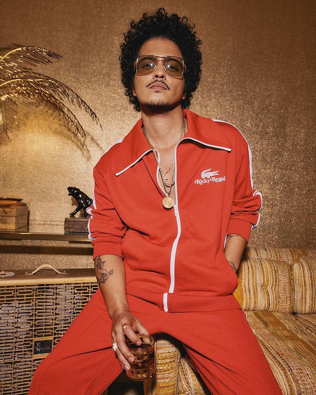 Bruno Mars é o primeiro artista a ter cinco singles certificados como diamante