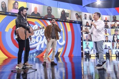 Israel & Rodolffo estreiam no palco do 'Caldeirão' e cantam música inédita