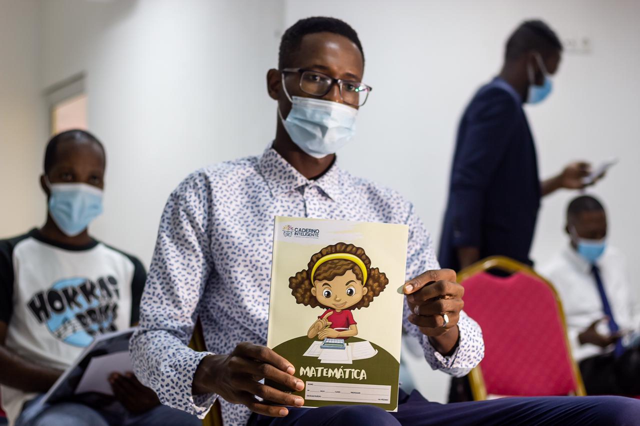 Caderno Inteligente, o novo instrumento de auxílio ao ensino angolano