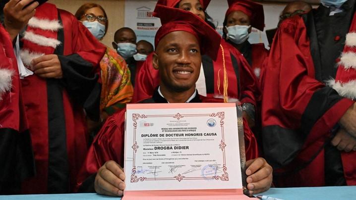 Drogba é distinguido com diploma honorário no seu país
