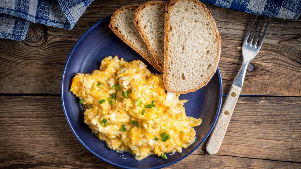 Ovos mexidos simples
