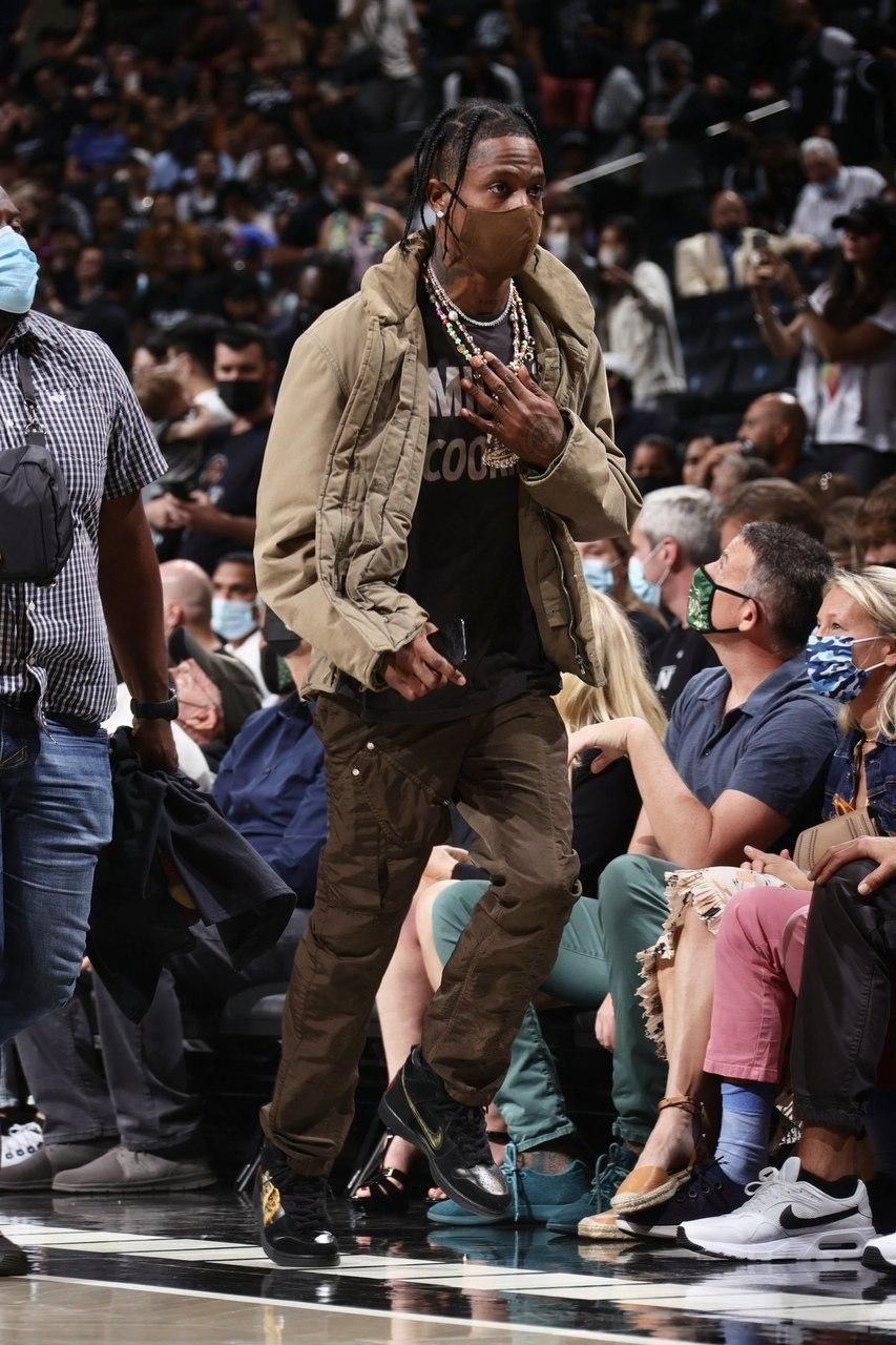 Travis Scott aparece num jogo da NBA com ténis da Nike avaliados em 64 milhões de kwanzas