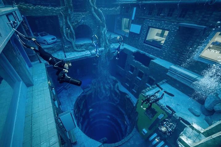 Dubai inaugura piscina mais profunda do mundo