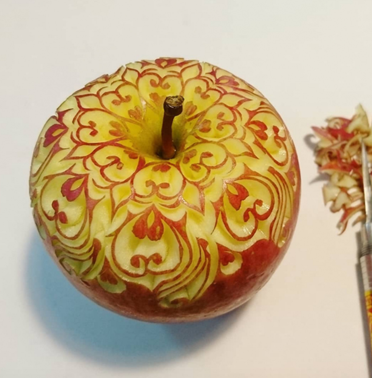 Conheça a arte de esculpir frutas