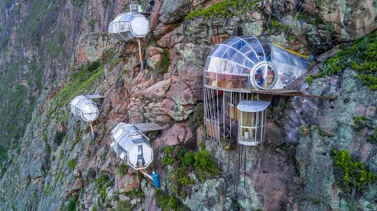 Conheça o hotel de vidro: Skylodge Adventure Suites
