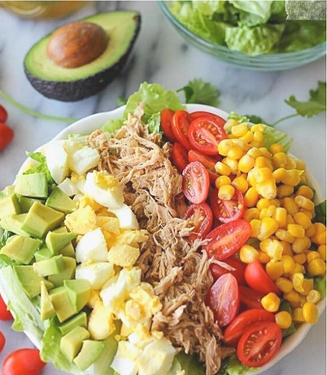 Salada colorida de frango à moda da Dr. Adília Cordeiro