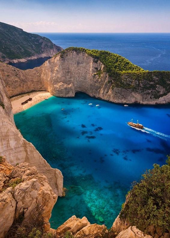 Conheça a praia Zakynthos na Grécia