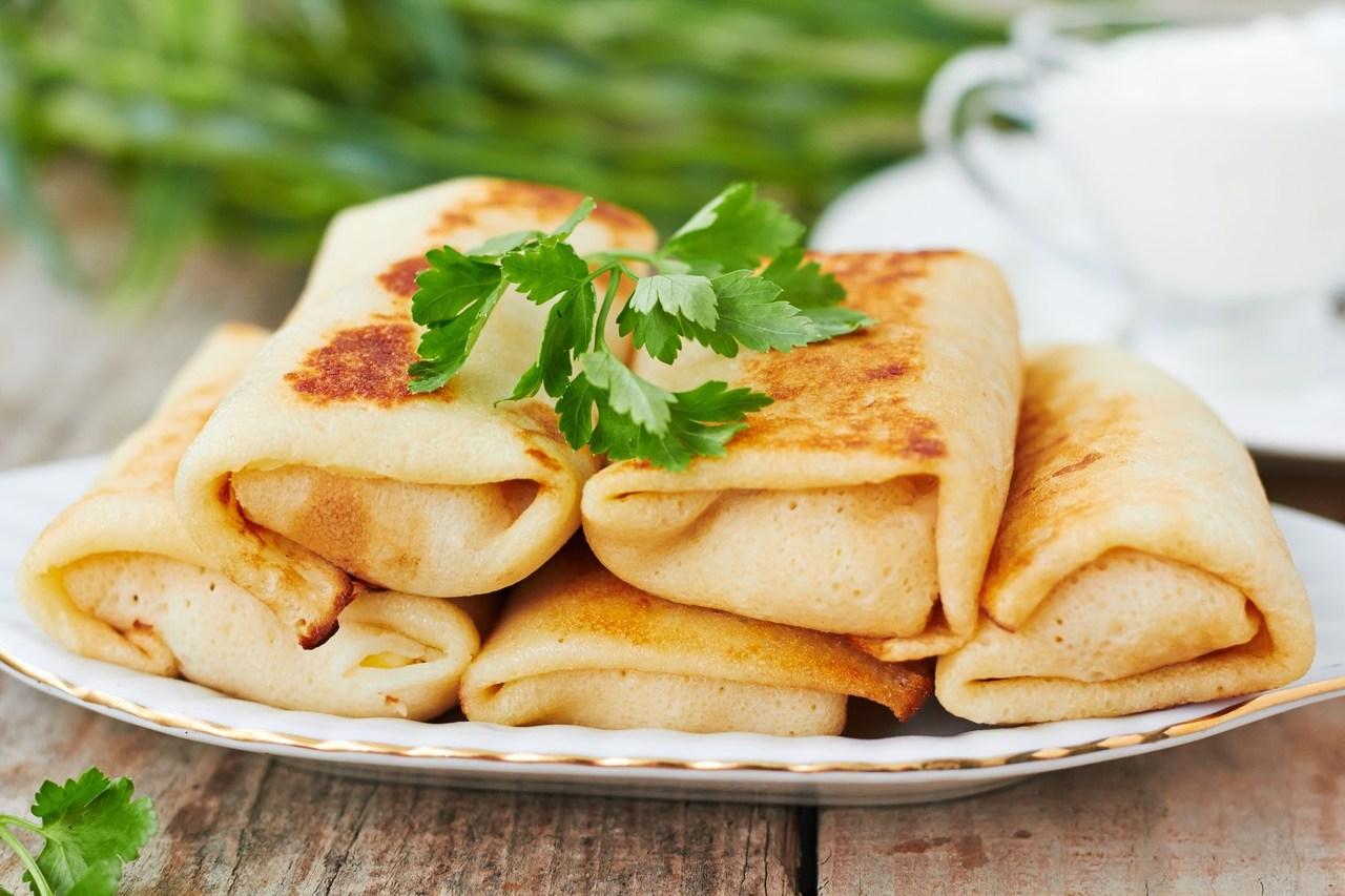 Um pequeno almoço saudável para a família: panquecas vegetarianas no liquidificador